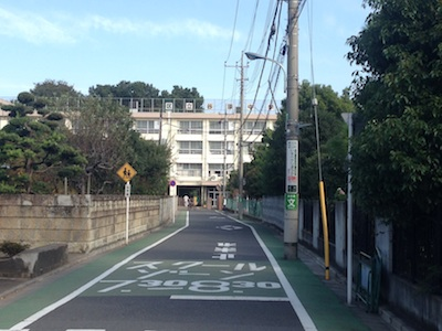 中学校への道
