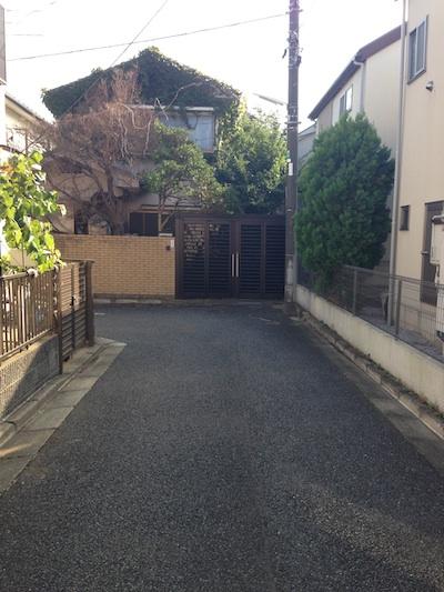 家の前の道