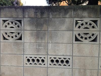 塀に穴が空いたブロック
