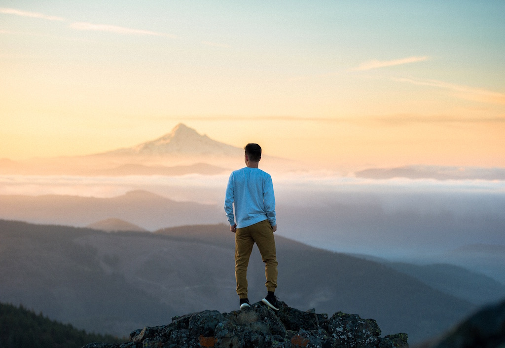旅したくなる・旅に出たくなる写真・無料画像素材010:山の上で観る美しい空と夕日
